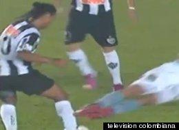 Ronaldinho estuvo a punto de sufrir una grave falta