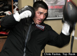 Brandon Ríos venció a Mike Alvarado en el 2012