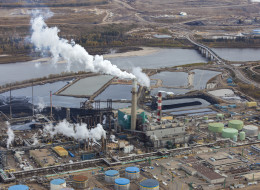 Oilsands producers are talking with the federal and Alberta governments about conditions under which water from the industry's tailings ponds could be released into the environment. (Getty Images)
