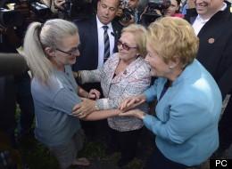 Françoise Roy, une résidante, rencontre la mairesse Colette Roy-Laroche et la première ministre Pauline Marois.