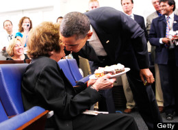 Obama kisses veteran correspondent Helen Thomas in the White House briefing room August 4, 2009 in Washington, DC. (Photo by Alex Wong/Getty Images)