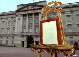 L'annonce de l'accouchement de Kate devant Buckingham Palace.