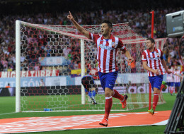 MADRID, SPAIN - AUGUST 21:  David Villa of Atletico de Madrid celebrates after scoring his team's opening goal during the Spanish Super Cup first leg match between Atletico de Madrid and Barcelona at Vicente Calderon Stadium on August 21, 2013 in Madrid, Spain.  (Photo by Denis Doyle/Getty Images)