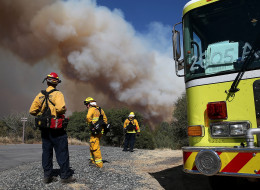 Firefighters monitor a plume of smoke from the Rim Fire on August 22, 2013 in Groveland, California. The Rim Fire continues to burn out of control and threatens 2,500 homes outside of Yosemite National Park.  (Photo by Justin Sullivan/Getty Images)