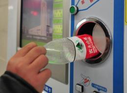 Pour prendre le métro à Pékin, on peut payer avec des bouteilles plastiques