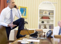 Barack Obama en su escritorio.
