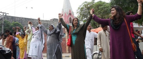 MUSLIMS AND CHRISTIANS HUMAN CHAIN