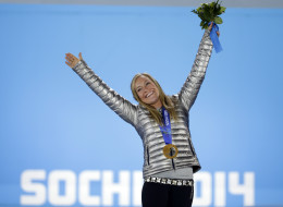 Women?s snowboard slopestyle gold medalist Jamie Anderson of the United States stands on the podium during the medals ceremony at the 2014 Winter Olympics, Sunday, Feb. 9, 2014, in Sochi, Russia. (AP Photo/David Goldman)