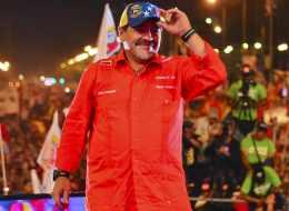 Diego Maradona brindando su apoyo en la campaña electoral de Venezuela a Nicolás Maduro
