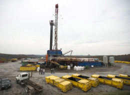 A rig drills for natural gas at a hydraulic fracturing site owned by EQT Corp. located atop the Marcellus shale rock formation in Washington Township, Pennsylvania, U.S., on Thursday, Oct. 31, 2013. Photographer: Ty Wright/Bloomberg via Getty Images