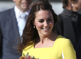 Britain's Kate, Duchess of Cambridge, with a bouquet of flowers arrives in Sydney Wednesday, April 16, 2014. Britain's Prince William and Kate are on a three-week tour of Australia and New Zealand, the first official trip overseas with their son, Prince George. (AP Photo/Rob Griffith)