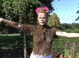 Sara Mapelli, 44, dances with bees a few times a year to inspire them to flourish in the world.