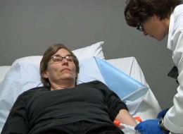 Stacy Etholtz recibió la inyección con el virus de sarampión y ahora está libre de cáncer.