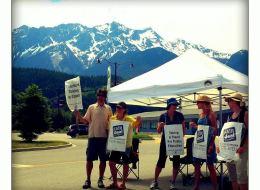 Teachers picket in Pemberton, B.C.