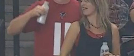 Vesti - What In The Heck Was This Woman Doing During A Falcons Game?