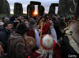 more than 1000 people gathered at stonehenge