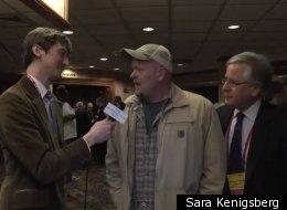 jZach Carter (left) and Howard Fineman speak with