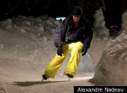 Alexandre Nadeau a eu l'idée de concevoir une immense piste glacée à obstacles sur son terrain de Québec, à l'image de celles que l'on retrouve lors des compétitions de Red Bull Crashed Ice.