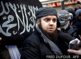 Le leader du groupe islamiste Forsane Alizza,  Mohamed Achamlane, dans une manifestation le 27 janvier 2012
