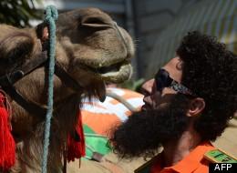Sacha Baron Cohen et un chameau sur la Croisette