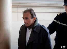 Le journaliste Eric Zemmour arrive le 14 janvier 2011 au tribunal de Paris, où il comparaît pour provocation à la haine raciale.