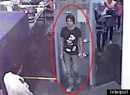 Une photo de l'embarquement de Magnotta à Montréal diffusée par Interpol.