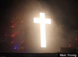 La croix symbolique de Justice à Osheaga. (Crédit photo: Marc Young)
