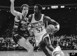 FILE - This Nov. 4, 1982 file photo shows Atlanta Hawks forward Dan Roundfield (32) driving against Milwaukee Bucks forward Dave Cowens in the first period of their NBA basketball game, in Atlanta. Former NBA All-Star Dan Roundfield has drowned while swimming off the Caribbean island of Aruba