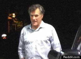 Mitt Romney fue captado en una gasolinera en el sur de California.