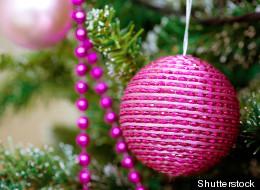 Detalles en vibrantes colores para fácil decoración navideña.