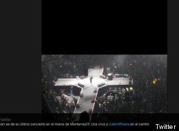Una forma de cruz era el escenario que pisó Jenni Rivera en Monterrey. En la foto se aprecia ella en el medio.