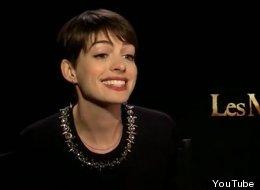 Anne Hathaway canta