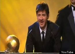 Un actor interpreta a Lionel Messi en una parodia de televisión
